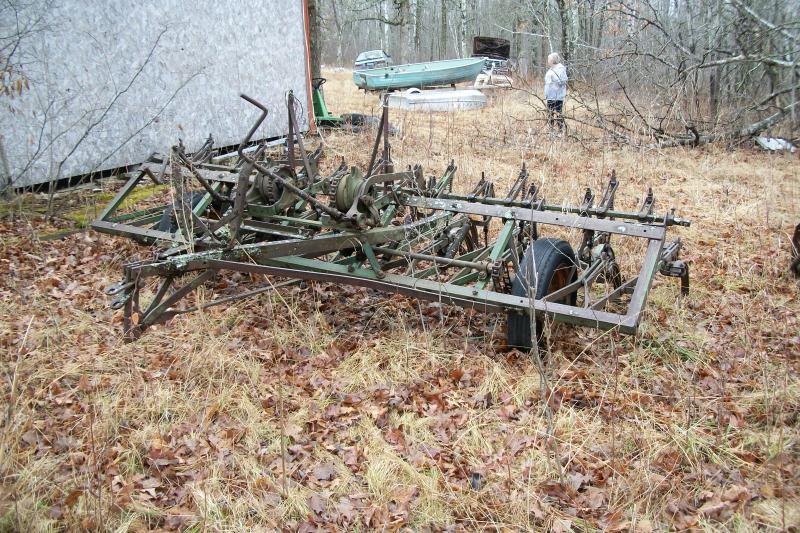 Antique farm dining table - Farm Equipment Auction John Deere Equipment Vehicle Auction